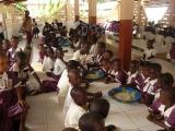 Mittagessen in der neuen Essenshalle des Kindergartens