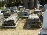 ... werden die Verstorbenen verschiedener Glaubensrichtungen begraben.